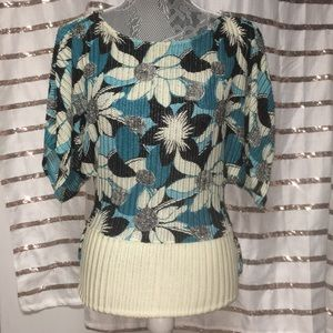 Tops - Floral Blue/Black/White Short Sleeve Blouse